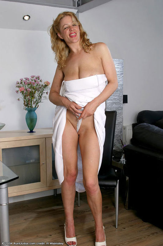 mature aunt strips for very young nephew