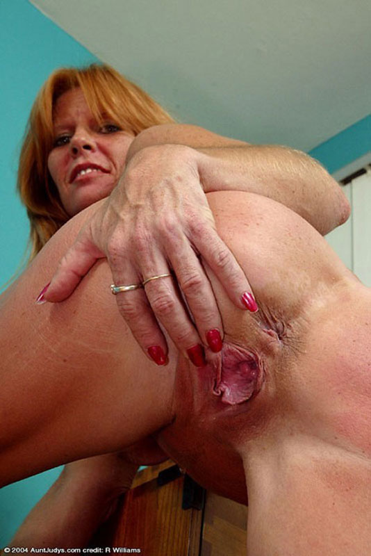 Grannys shows only pussy lips