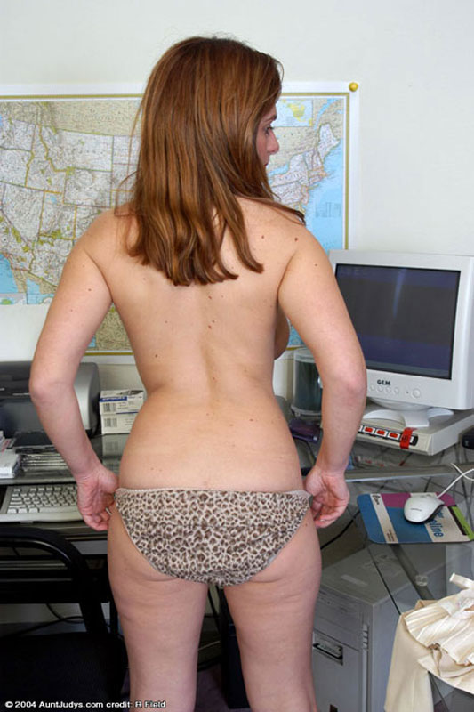 Secretary babe does her boss sm65 5