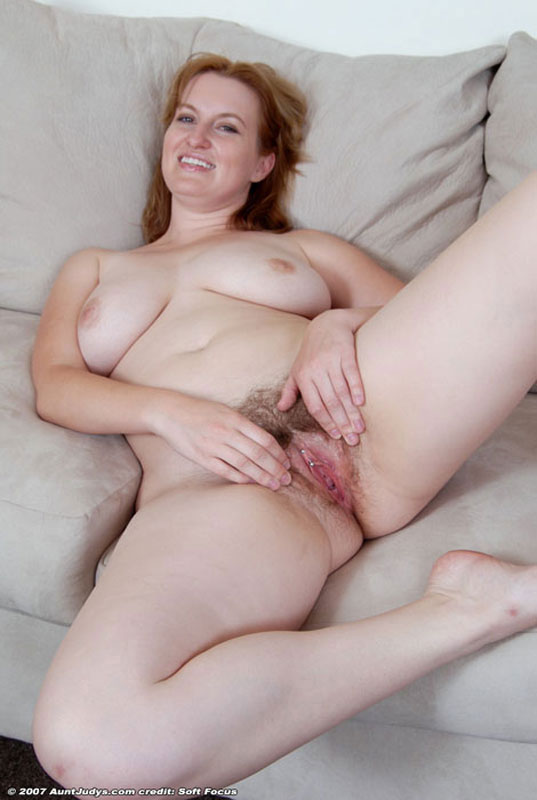 image Beautiful callie plays with her hairy pussy