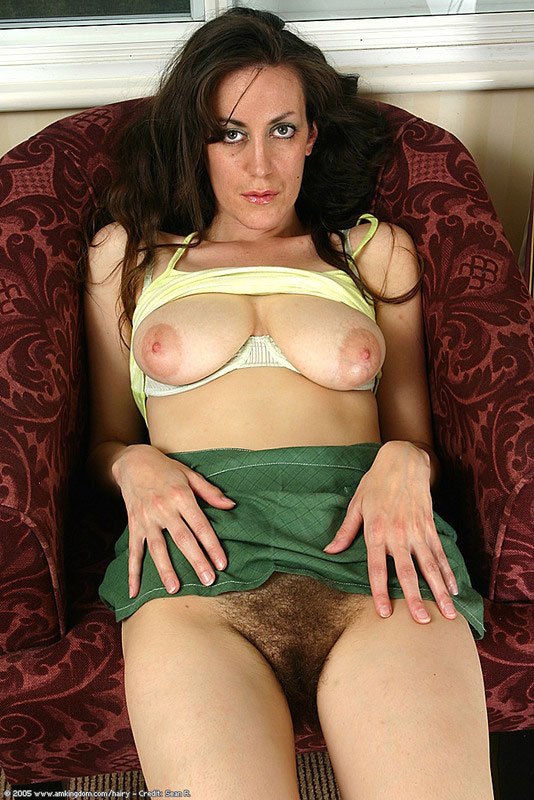 Babe with hairy pussy in green skirt apologise