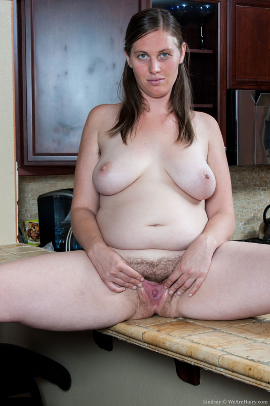 Busty chubby blonde loves to play with her juicy pussy 4 u - 3 4