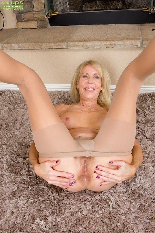 Mom blonde elegant horny housewife creampie 5