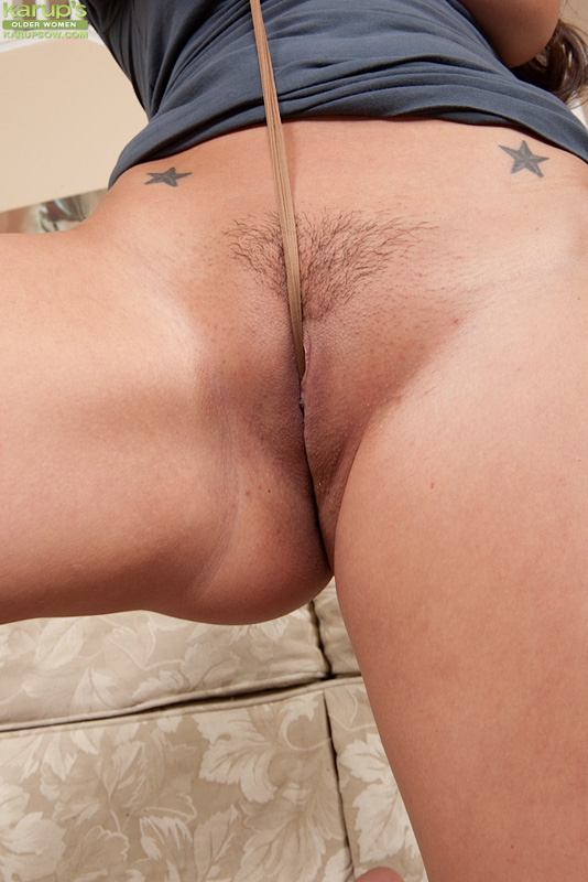 Riani takes off her panties