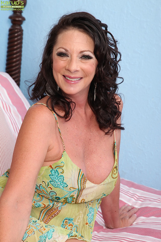 Busty housewife alesia pleasure is taking some dick - 2 2