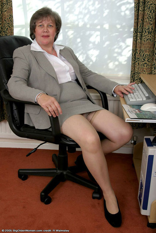 Naked mature office woman seems me