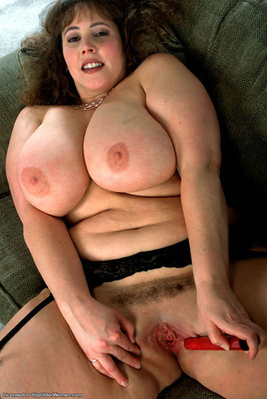 Sexy harmonious nude mature busty brunette geile Sonja.die