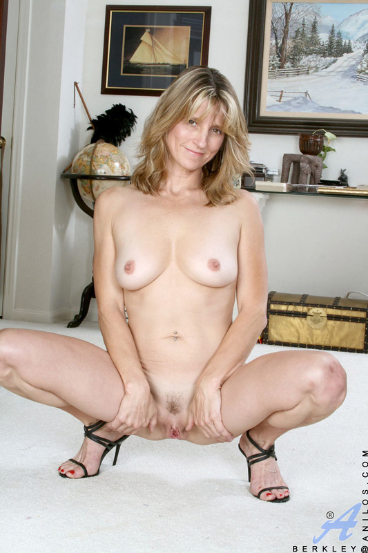 Sorry, Totally naked milf spread excellent