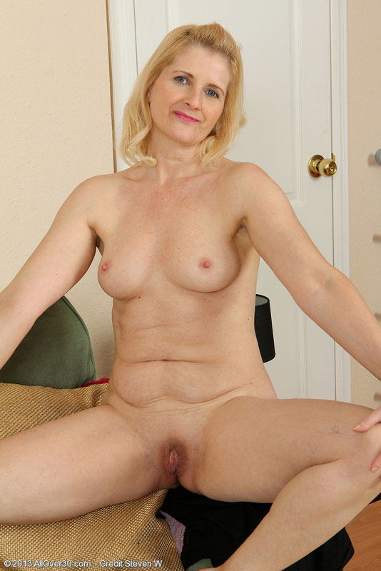 Agree, this blonde 30 year old naked women are mistaken